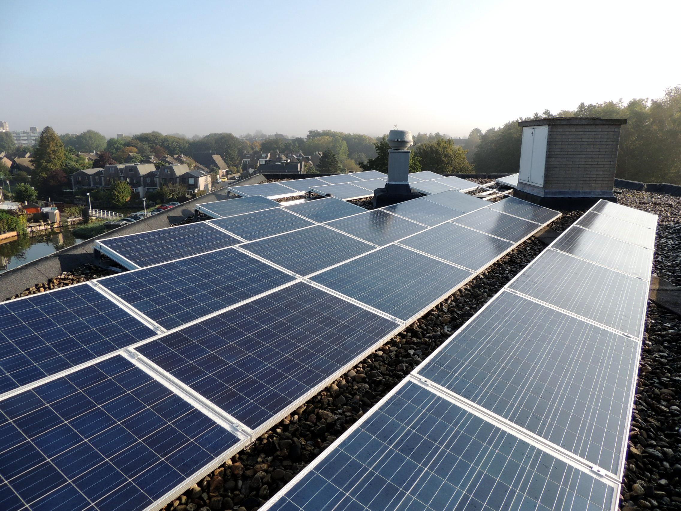 Warren Buffett in top grootste investeerders zonneprojecten.