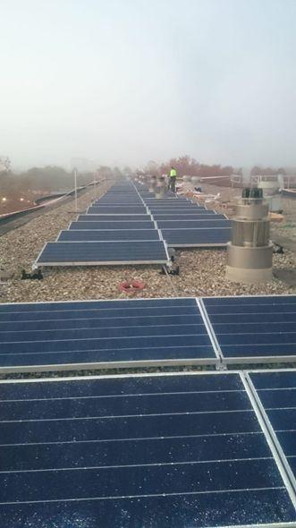 Zonnepanelen op het dak van VVE De Molenpoort in Capelle Schenkel